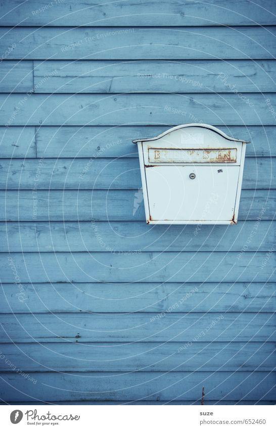 Wenn der Postmann gar nicht klingelt ... Mauer Wand Fassade Briefkasten Holz Zeichen Linie Streifen alt authentisch einfach klein trist trocken blau weiß Farbe