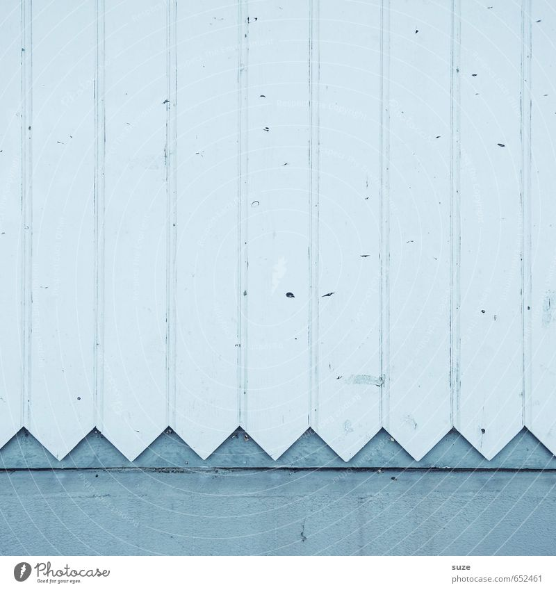 Reißwolf Dekoration & Verzierung Baustelle Mauer Wand Fassade Holz Zeichen Linie Pfeil alt authentisch einfach hell Spitze trist trocken weiß Zaun Holzbrett