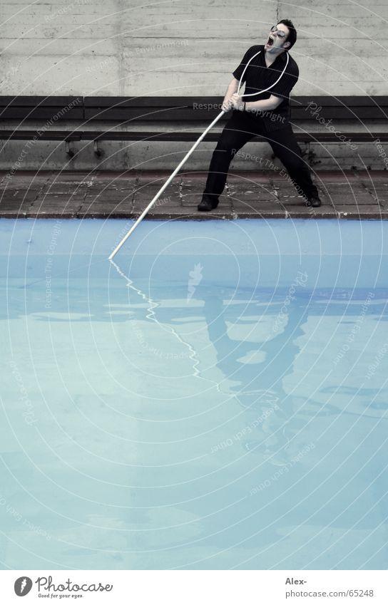 mit Bademeistern spielt man nicht Wasser dunkel Spielen Nebel nass Seil Hilfsbereitschaft Schwimmbad böse kämpfen Rettung Ärger ziehen Stab notleidend Schlaufe