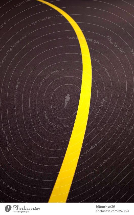 schwungvoll Straße Verkehrszeichen Verkehrsschild Markierungslinie Schilder & Markierungen Linie Linienstärke einfach gelb grau Strukturen & Formen geschwungen