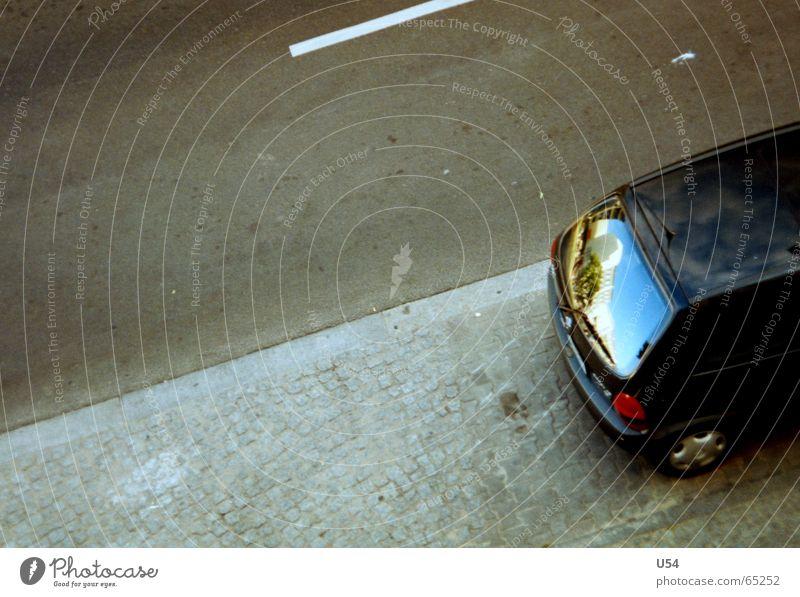 Oase Straße grau PKW trist Mobilität Luftspiegelung