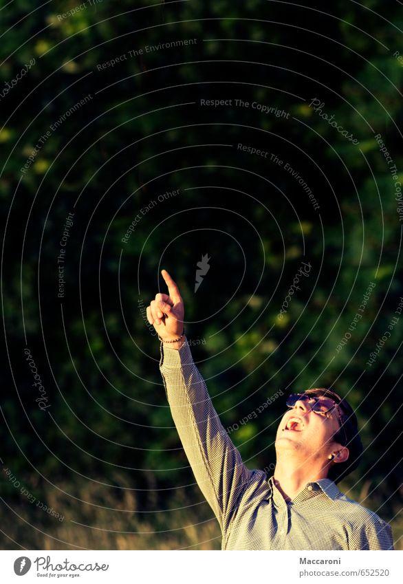 Hier könnte Ihr Slogan stehen maskulin Junger Mann Jugendliche Kopf Arme Hand Finger 1 Mensch 18-30 Jahre Erwachsene Umwelt Natur Pflanze Schönes Wetter Baum