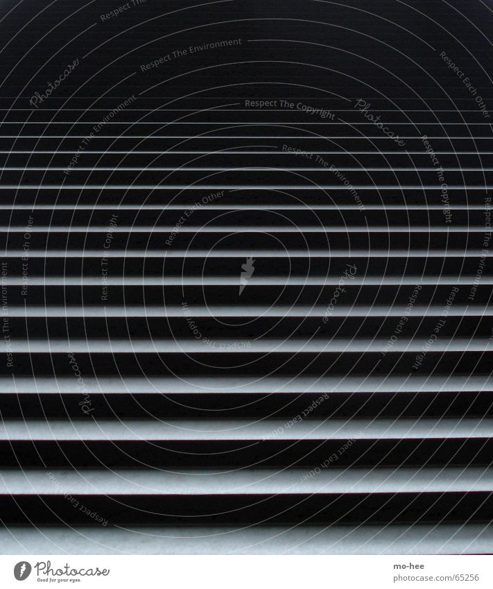 Ascende schwarz Linie Treppe Skulptur aufsteigen Lamelle