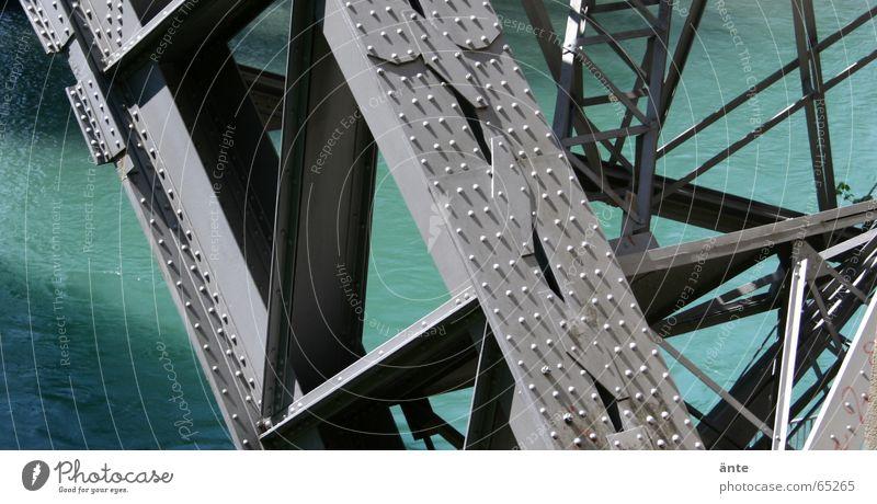 stahlgebilde Wasser blau grau Verkehr Brücke Macht Fluss Niveau Baustelle Schweiz stark Stahl türkis Konstruktion Eisen durcheinander