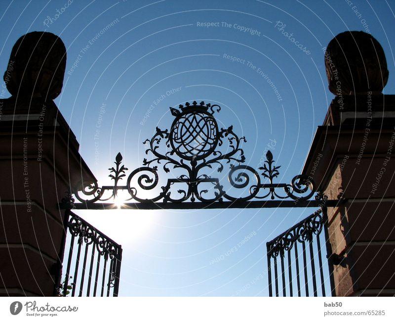 Sonnen-Portal Sonne Park Kunst Schönes Wetter Eisen Portal Schmiedekunst