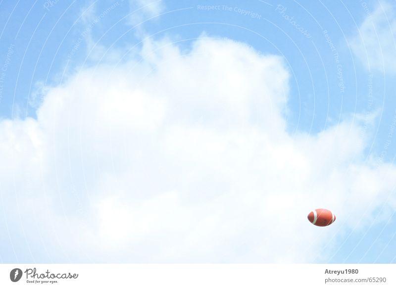 suchbild Himmel blau Wolken Sport werfen American Football