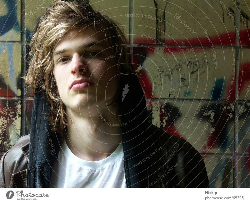 Tim VII Mensch Mann schön schwarz Wand oben Haare & Frisuren braun blond dreckig maskulin Trauer Fliesen u. Kacheln Langeweile Fett Verzweiflung