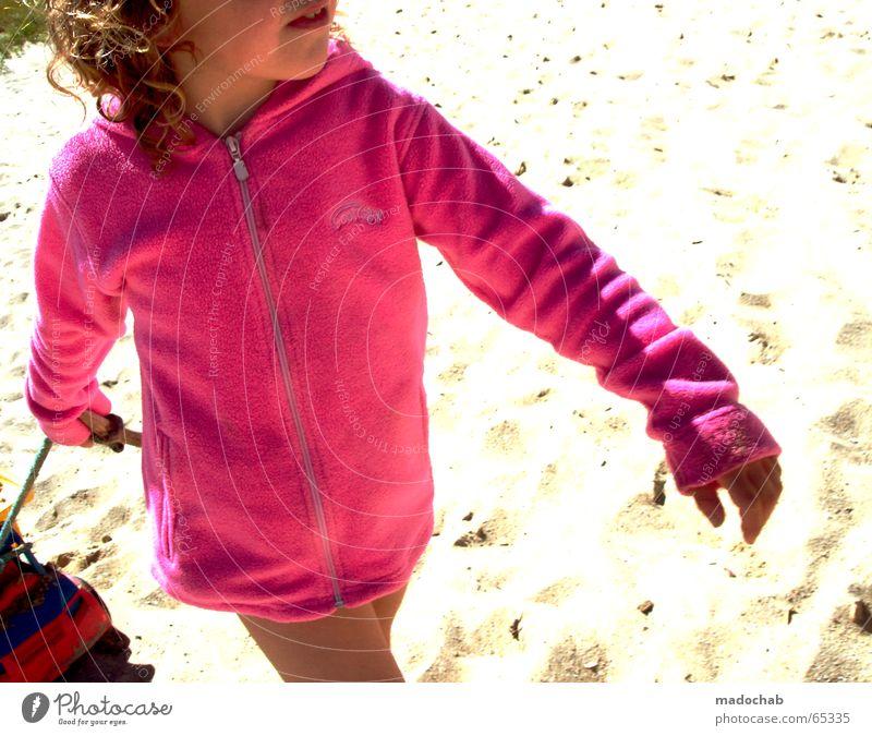 PINK GOLEO | mädchen girl child rosa strand beach play spielen Mensch Kind Mädchen Sonne Sommer Freude Strand Sand Beleuchtung lustig klein Spielzeug