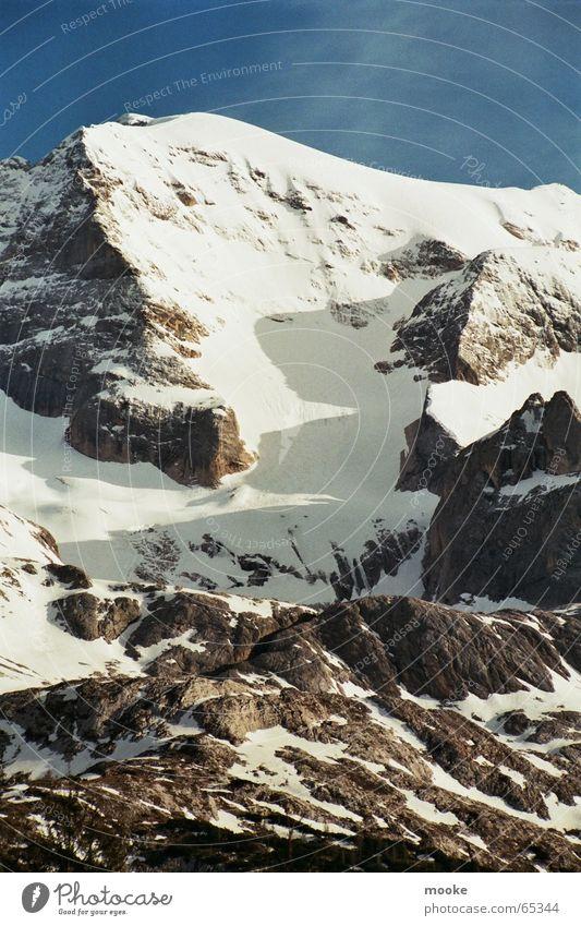 Marmolada III Gipfel Gletscher steil weiß grau Ecke Berge u. Gebirge Felsen Schnee Eis blau