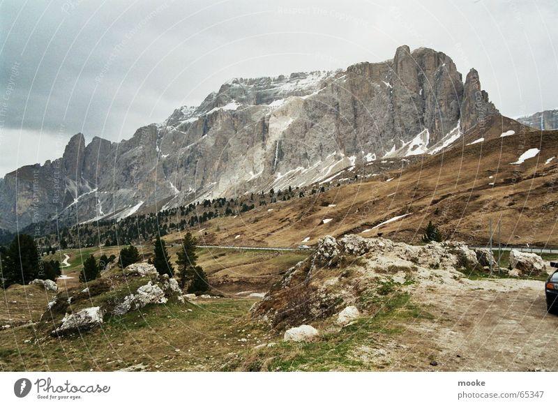 Sella Dolomiten dunkel grau braun grün Berge u. Gebirge Felsen