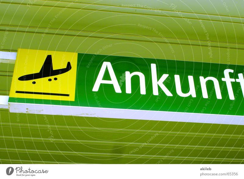 Ankunft Flugzeug gelb grün Ikon Symbole & Metaphern Flughafen fliegen Lagerhalle Schilder & Markierungen Decke Flugzeuglandung
