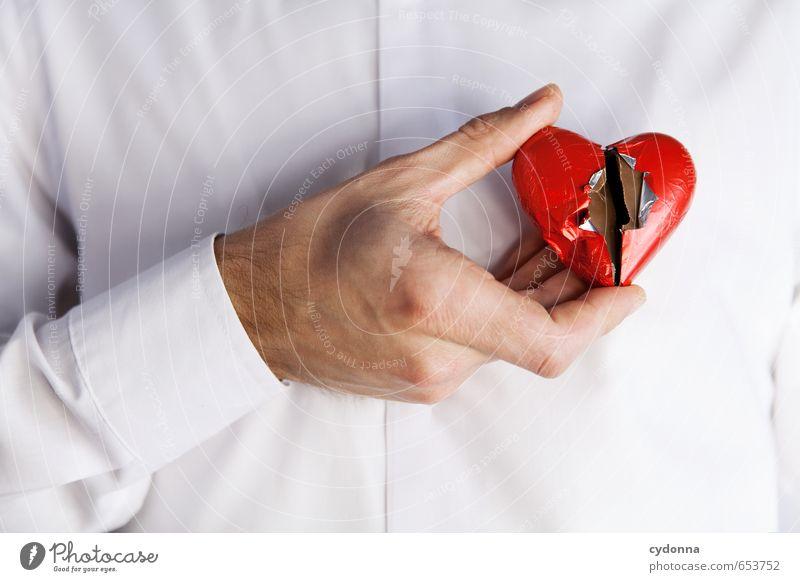 Gebrochenes Herz Mensch Junger Mann Jugendliche Hand 18-30 Jahre Erwachsene Hemd Beratung Partnerschaft Einsamkeit Enttäuschung Erfahrung Gefühle Krise Leben