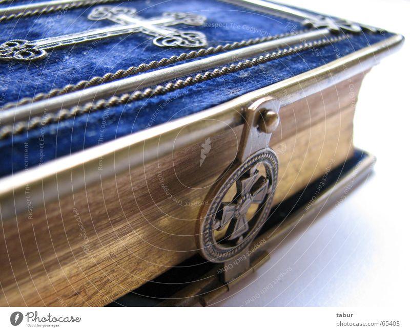 Erbstück Bibel alt antik Religion & Glaube Erbe Samt Kruzifix Kreuz Christliches Kreuz Katholizismus Gebet Buch Messing Trauer trösten Gott blau gold Buchseite