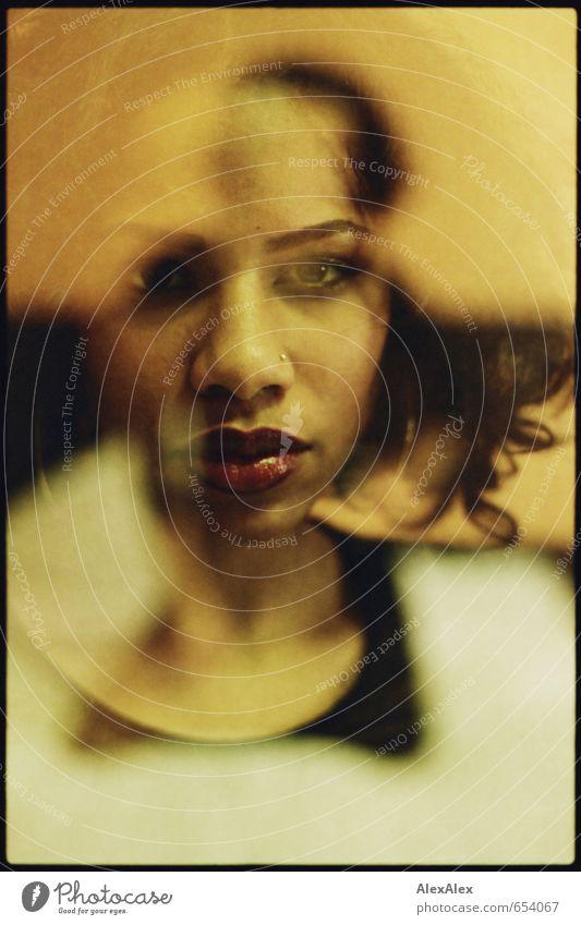 analoge Doppelbelichtung einer jungen, schönen, dunkelhäutigen Frau Kleinbild Junge Frau Jugendliche Gesicht Auge Lippen 18-30 Jahre Erwachsene Kleid