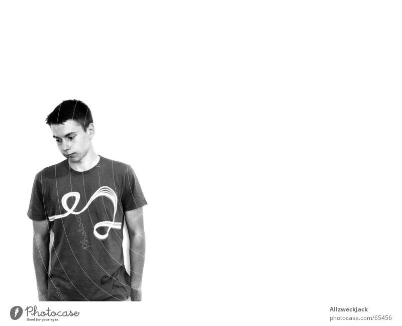 CK Something Mann Einsamkeit Wand hell T-Shirt Sauberkeit rein Schüchternheit kurzhaarig bescheiden verlegen blamabel Vor hellem Hintergrund