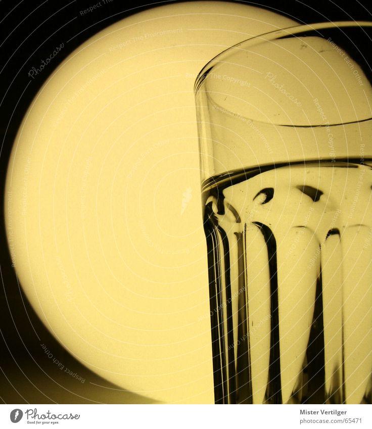 Moon behind the cup Wasser Lampe Glas Mond Gefäße Monochrom Sepia Inhalt