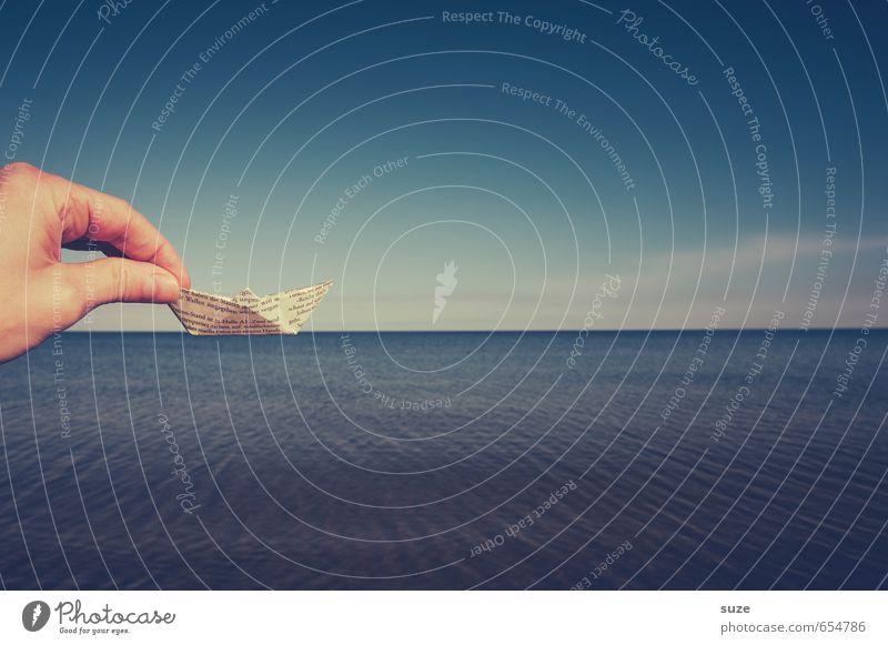 Verschiffung Himmel Ferien & Urlaub & Reisen blau Sommer Meer Hand Umwelt Reisefotografie lustig Spielen klein Wasserfahrzeug träumen Freizeit & Hobby Lifestyle