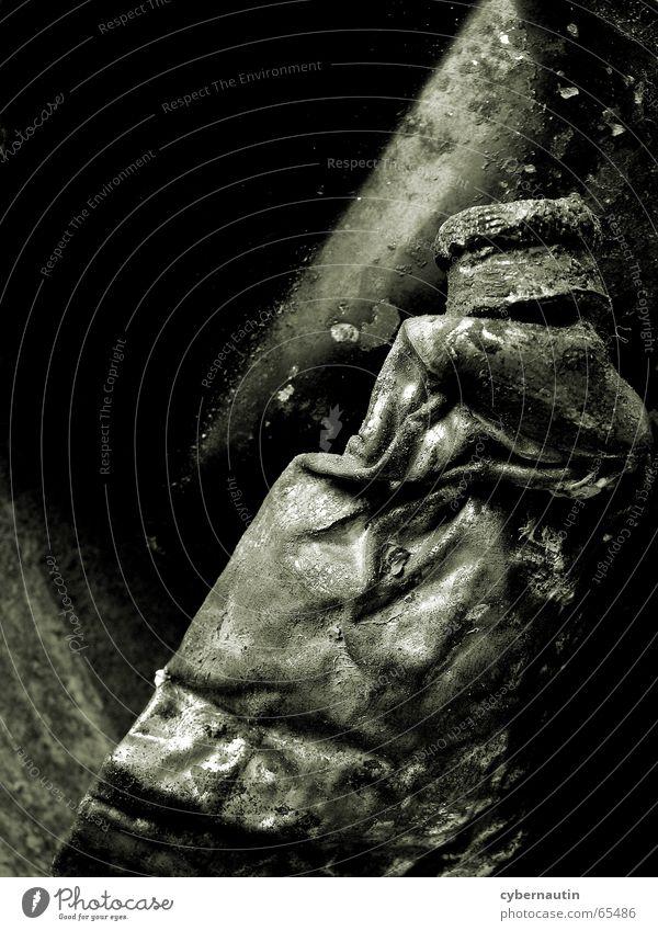 untergegangene Tube Ölfarbe Konservendose Meeresboden Vergänglichkeit Verfall Monochrom Erfinden London Underground Rost Metall Schiffswrack alt streichen