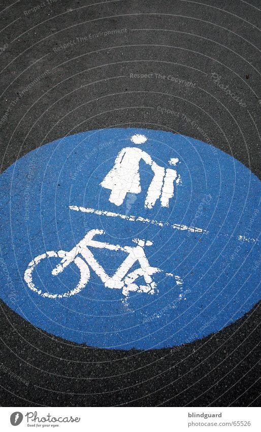Follow allways the right way Kind blau Wege & Pfade Fahrrad Straßenverkehr laufen Schilder & Markierungen Beton Verkehr Ausflug Sicherheit Mutter Spaziergang