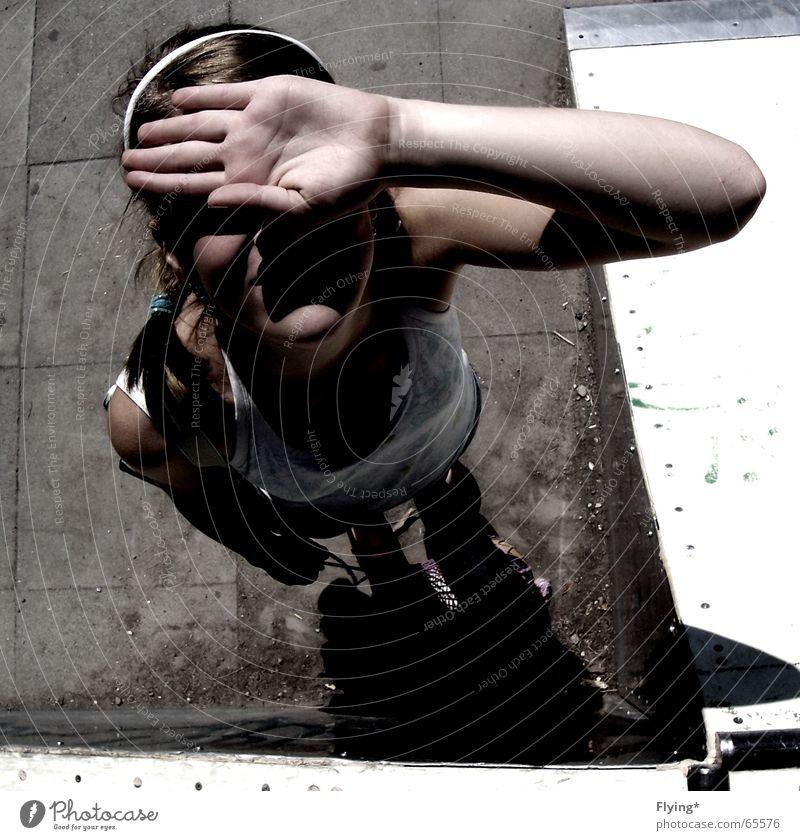 Von oben herab... Kind Hand Mädchen Sonne Stein Arme Bodenbelag Top Haarreif