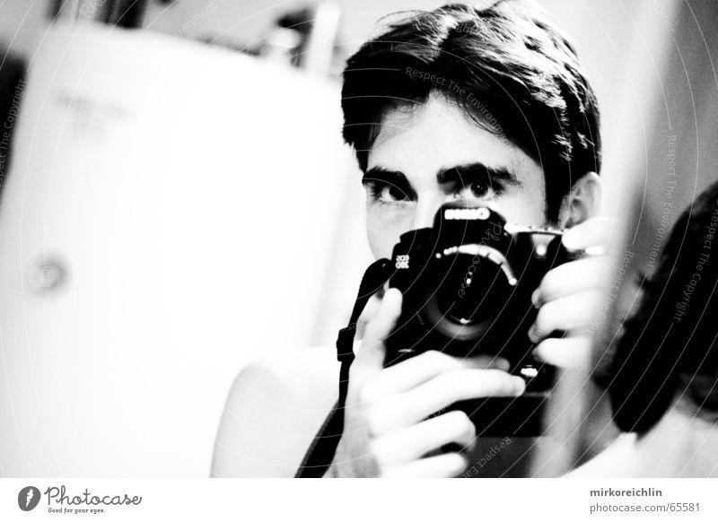 Hmmm, ich. 2 Mann Hand Auge Haare & Frisuren Bad Reinigen Fotokamera Spiegel böse Kette Draht kämpfen Fotograf Zunge Zahnarzt Zahnbürste