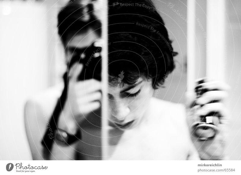 Schizophren? Bruder Reinigen Zahncreme Zahnbürste Spiegel Reflexion & Spiegelung Zahnarzt Hand Bad Mann Spange Draht Fotograf böse Schizophrenie Schaum Dose