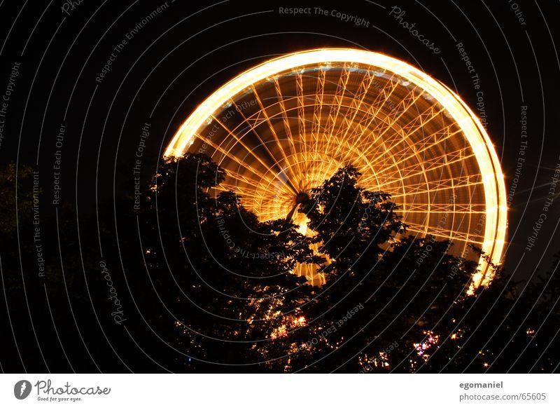 round n round n round Riesenrad Jahrmarkt Nacht Langzeitbelichtung Licht rund Beleuchtung Feste & Feiern hoch Aussicht Schatten