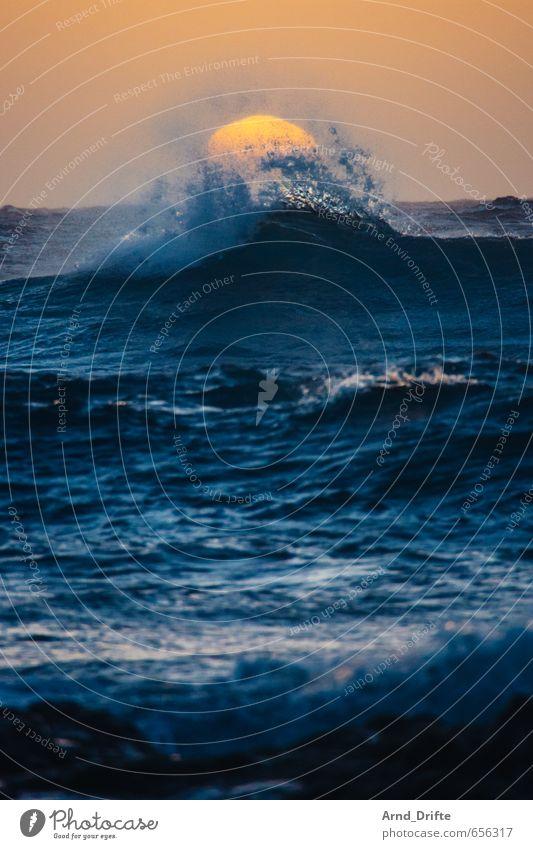 Schwapp…! Ferien & Urlaub & Reisen Ferne Sommerurlaub Strand Meer Wellen Natur Wasser Himmel Wolkenloser Himmel Sonne Sonnenaufgang Sonnenuntergang Küste