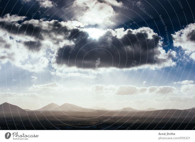 Lanzarote Himmel Natur Ferien & Urlaub & Reisen blau Sommer Sonne Meer Erholung Landschaft Wolken Ferne Berge u. Gebirge Freiheit Felsen braun Erde