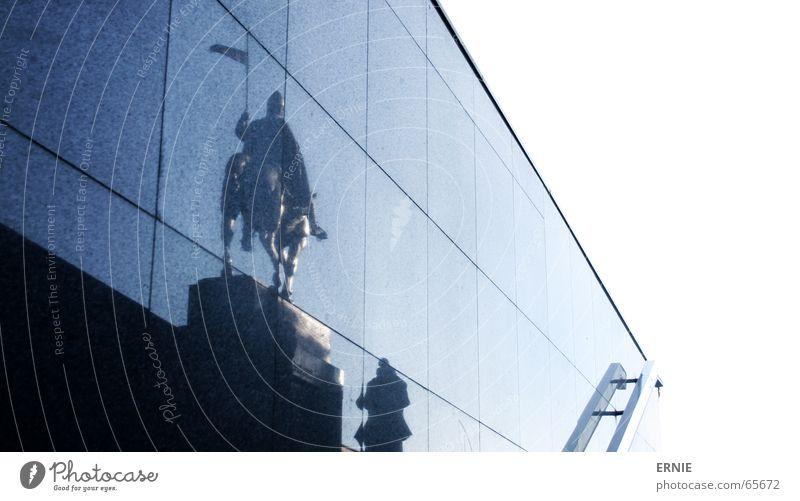 Reeeita Himmel weiß blau Stadt Wand Treppe Fuge Prag Reiter