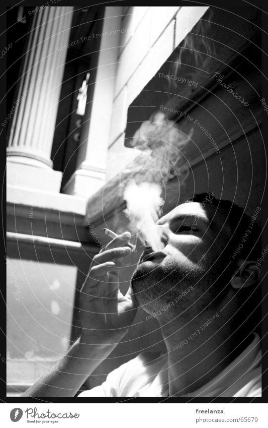 Graustufenrauch Zigarette Rauchen lecker Haus Gebäude Hand Mensch Mann Gift Tod Suche Gesicht