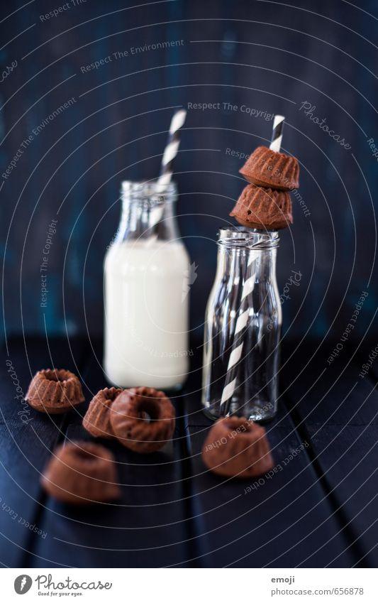 chocolate & milk Milcherzeugnisse Kuchen Dessert Süßwaren Schokolade Ernährung Flasche Trinkhalm lecker süß Gugelhupf Backwaren Farbfoto Innenaufnahme