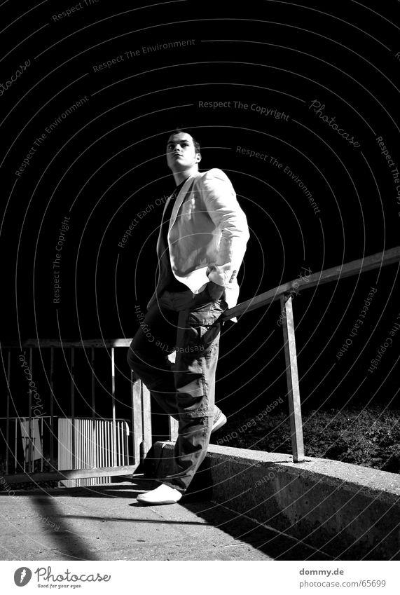i´m back! 2 Mann stehen lässig Schuhe Hose Jacke Beton Nacht schwarz weiß Licht dunkel Langzeitbelichtung Würzburg Würzburg-Zellerau dommy Coolness
