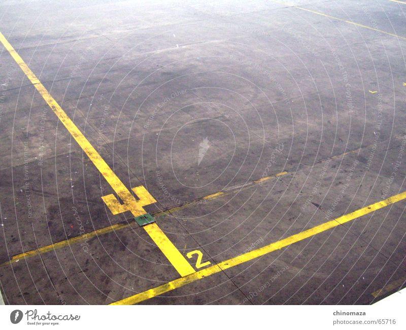Alone gelb Flughafen maintenance line two litle space desert
