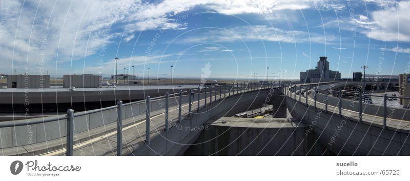 SF int' Airport Himmel blau Wolken Eisenbahn Gleise Flughafen Stillleben Hängebahn