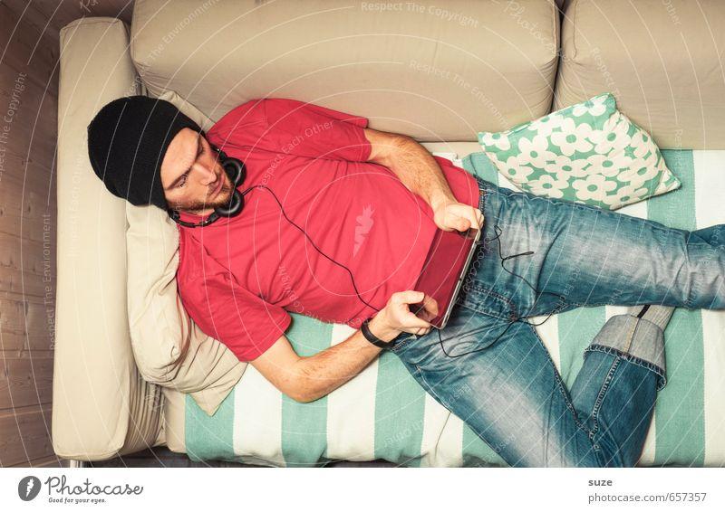 Multimedia Mensch Jugendliche 18-30 Jahre Junger Mann Erwachsene Stil Mode liegen Freizeit & Hobby Wohnung maskulin Lifestyle Musik Häusliches Leben Design Computer