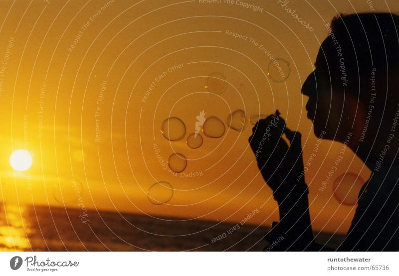 PC - PusteContest Sonne Sommer Freude Strand ruhig Spielen Glück Wärme Stimmung Kitsch Physik blasen Ostsee Seifenblase Abenddämmerung