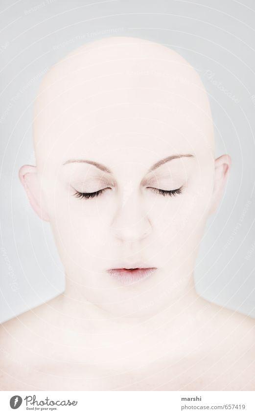 Hülle Mensch Frau Jugendliche Junge Frau ruhig Gesicht Erwachsene Gefühle feminin Stil natürlich Stimmung Haut weich Krankheit Glatze