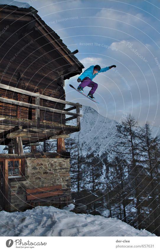 drop it like it's hot Lifestyle sportlich Winter Schnee Berge u. Gebirge Haus Balkon Holzhaus Hütte Sport Wintersport Snowboard Mensch Junger Mann Jugendliche 1