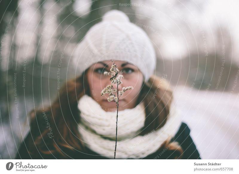 Hoch oben nah dem Sturm feminin Junge Frau Jugendliche Körper Kopf Haare & Frisuren Gesicht 1 Mensch 18-30 Jahre Erwachsene Accessoire Schal Mütze Blühend