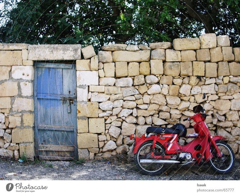 Moped Gozo Mauer Wärme Tür Motorrad Süden Mittelmeer Malta