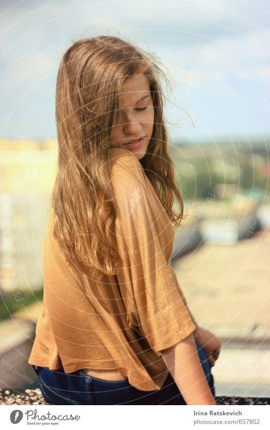 Mensch Jugendliche schön Farbe Sommer Sonne 18-30 Jahre Erwachsene Erotik Gefühle Haare & Frisuren Stimmung Körper Wind Schönes Wetter niedlich