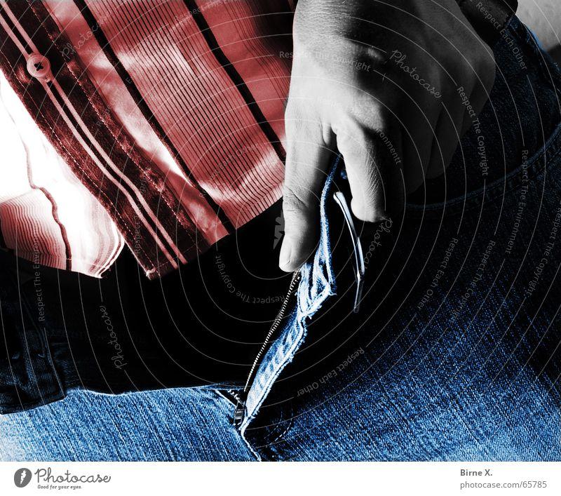 Tote Hose Mann Hand schwarz Tod leer Jeanshose offen Hemd aufmachen fehlen Reißverschluss Geschlecht Hosenschlitz