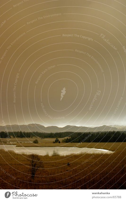 roter Sturm Himmel Ferne Gefühle Berge u. Gebirge See braun Angst hoch bedrohlich Teich Moor Heide Ton-in-Ton