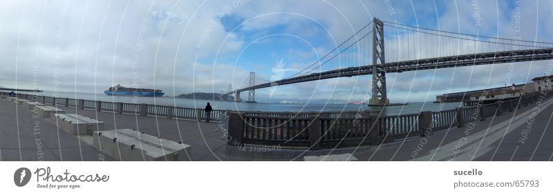 View on Bay Bridge from Embacadero groß Brücke Insel Hafen Panorama (Bildformat) Kalifornien Frachter Containerschiff San Francisco