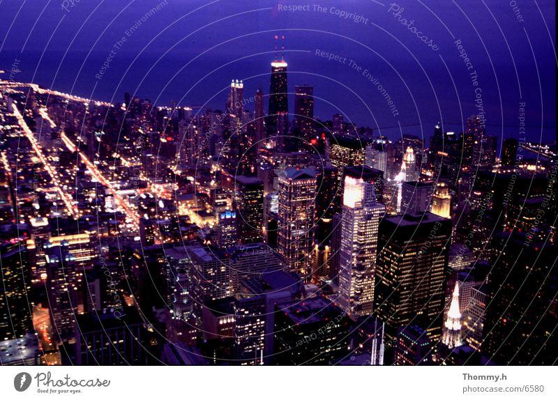 Blick auf den Hancook-Tower Sears Tower Nordamerika Hancook- Tower Nacht. Licht Stadt