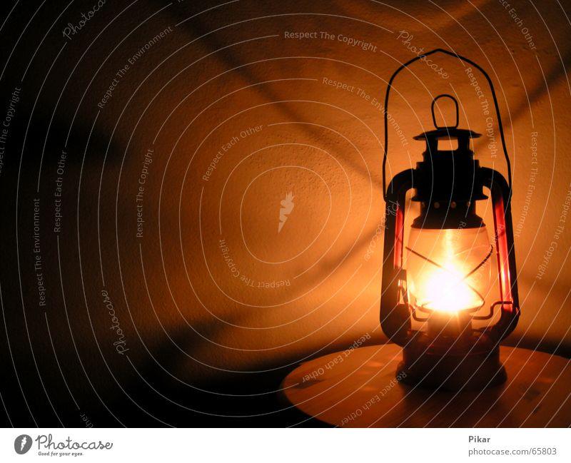 Oldschool alt Lampe Wand Wärme Rücken Kerze Physik Laterne Erdöl altmodisch Kerzendocht Tragegriff Lampion Öllampe