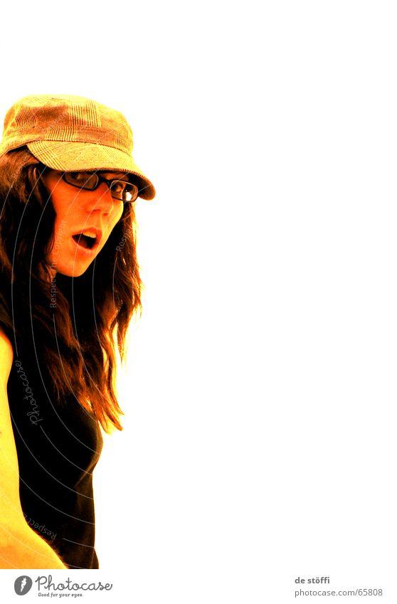 erwischt! geheimnisvoll Frau Überraschung Schock Mund Baseballmütze Brille Stil schwarz schön verdeckt Reaktionen u. Effekte Licht Gesicht kappe