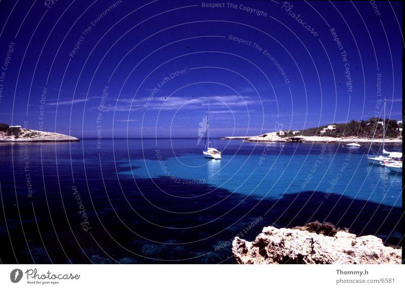 Das andere Ibiza Himmel Meer Wolken Wasserfahrzeug Felsen Ibiza