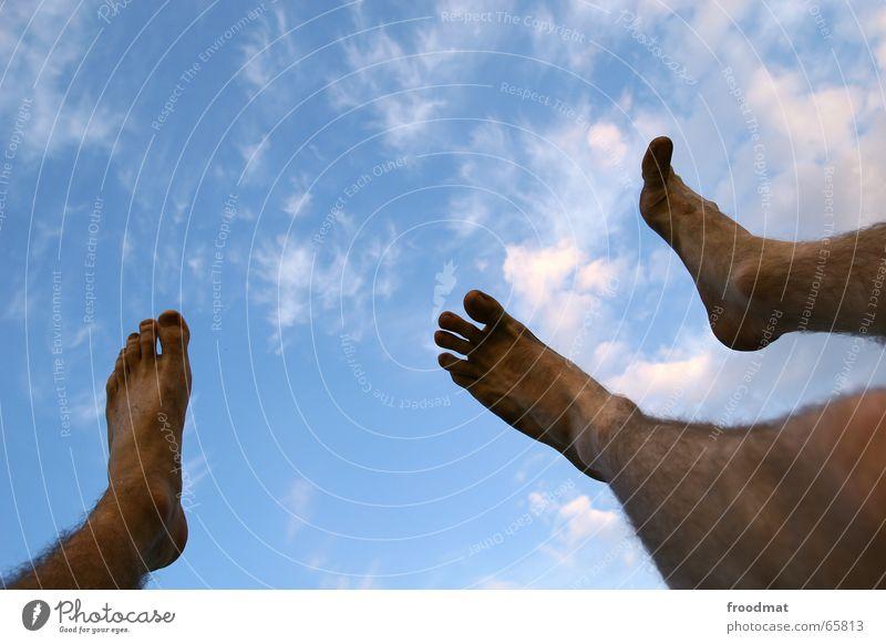 drei schmutzige füsse Wolken Sonnenuntergang dreckig Zehen Fuß Himmel hochgeschaut Musikfestival feet dirty Barfuß